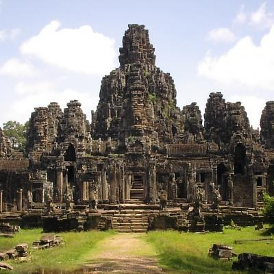 In between Projects Abroad volunteer work in Cambodia, our volunteers stop by the majestic Angkor Wat temples.